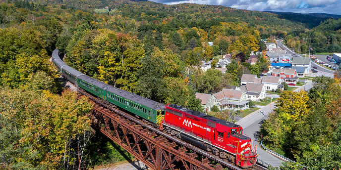 There's a Fall Foliage Train Tour in Ludlow, Vermont